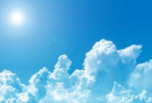 晴れた日の空と太陽